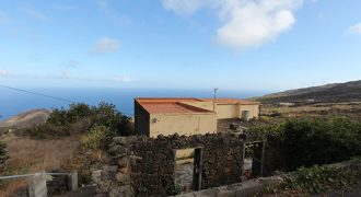 Vivienda en entorno rural con vistas panorámicas al mar