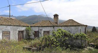 Casa rural de estilo tradicional canario con acción de agua