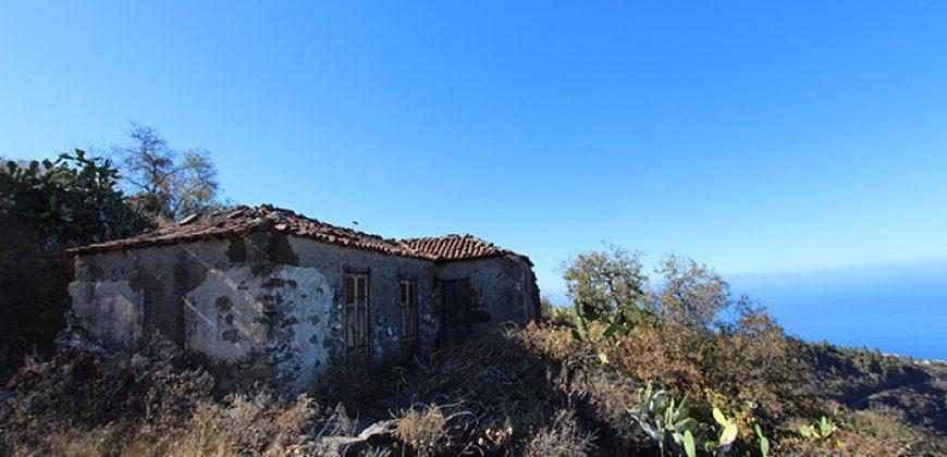 Casa con terreno construible y varios pajeros