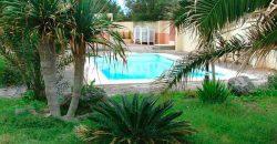 Complejo turístico con piscina